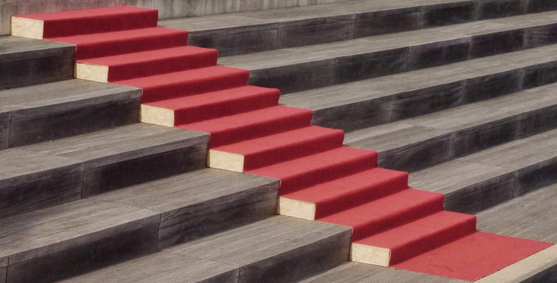 rote teppich treppe nicht nur f r alfred foto bild architektur stadtlandschaft reisen. Black Bedroom Furniture Sets. Home Design Ideas