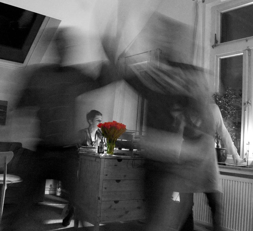 Rote Tulpen & tanzendes Paar