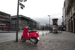 Rote Vespa am Goetheplatz
