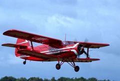 roter Doppeldecker AN-2