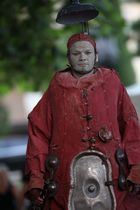 rotes Kostüm