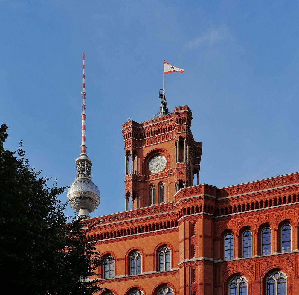 "Rotes Rathaus mit "" Alex """
