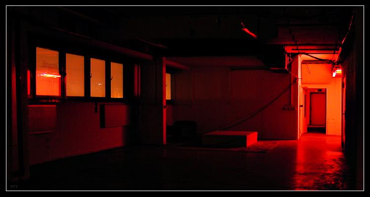 Rotlicht 2: Der Raum.