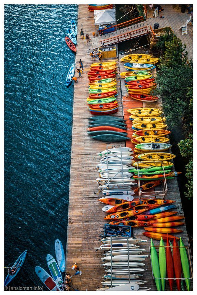 [row I row I row your boat]