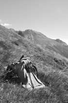 Rucksack auf der Alp