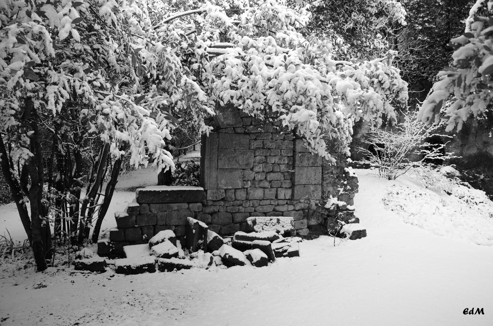 Ruderi Tra La Neve Foto Immagini Tecniche Speciali Bianco E Nero