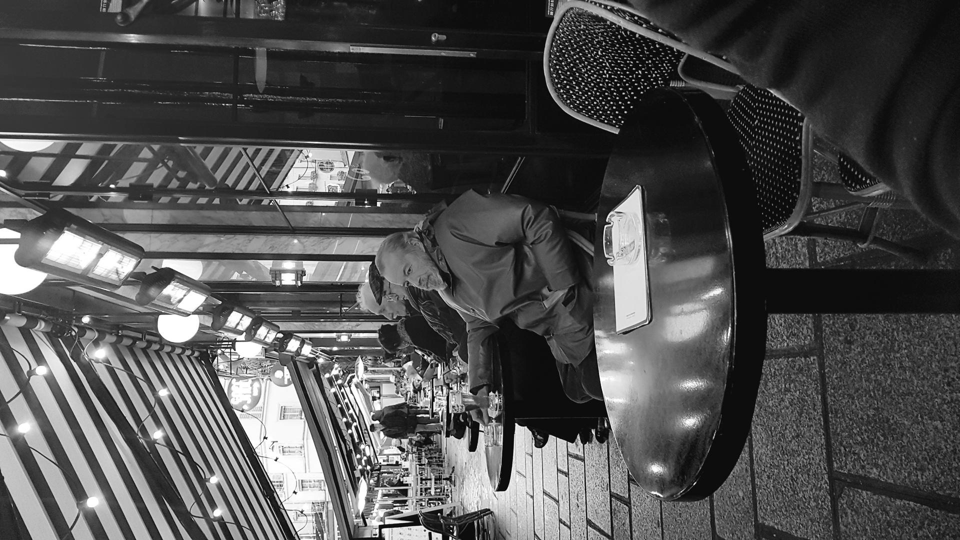 Rue animée - Paris