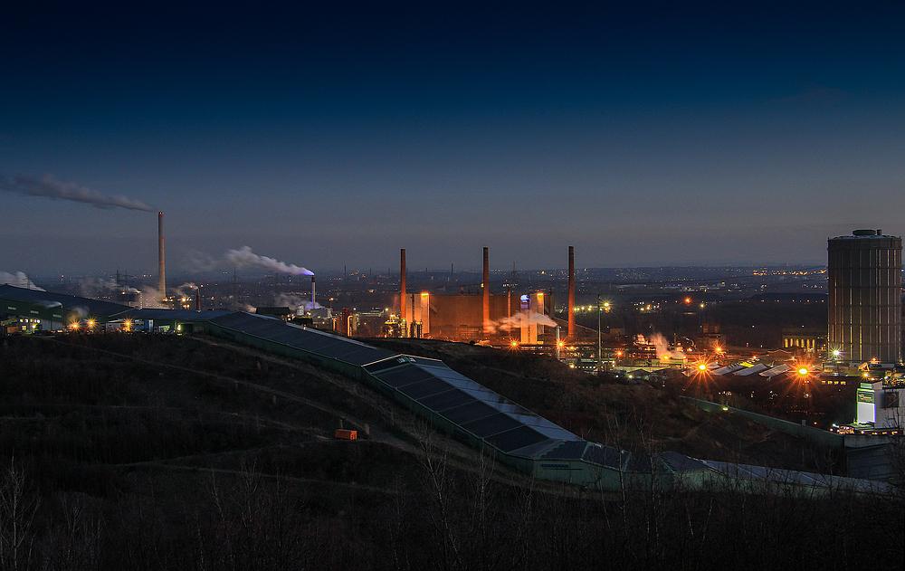 Ruhrgebiet bei Nacht