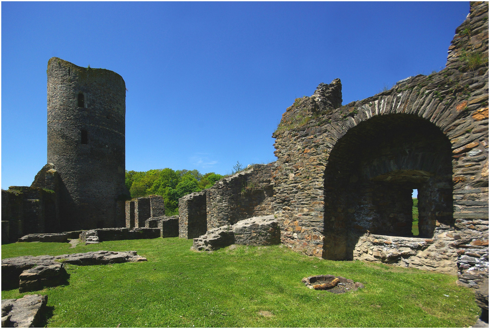 Ruine der ehem. Wasserburg Baldenau / Hunsrück (3)