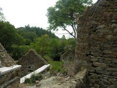 ruinen werden wieder aufgebaut