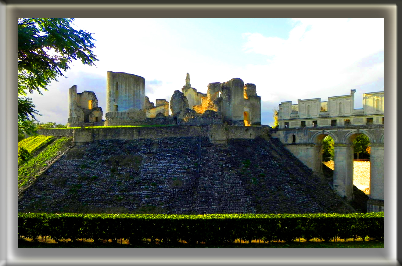 Ruines du château de Fère-en-Tardenois ( l'Aisne).