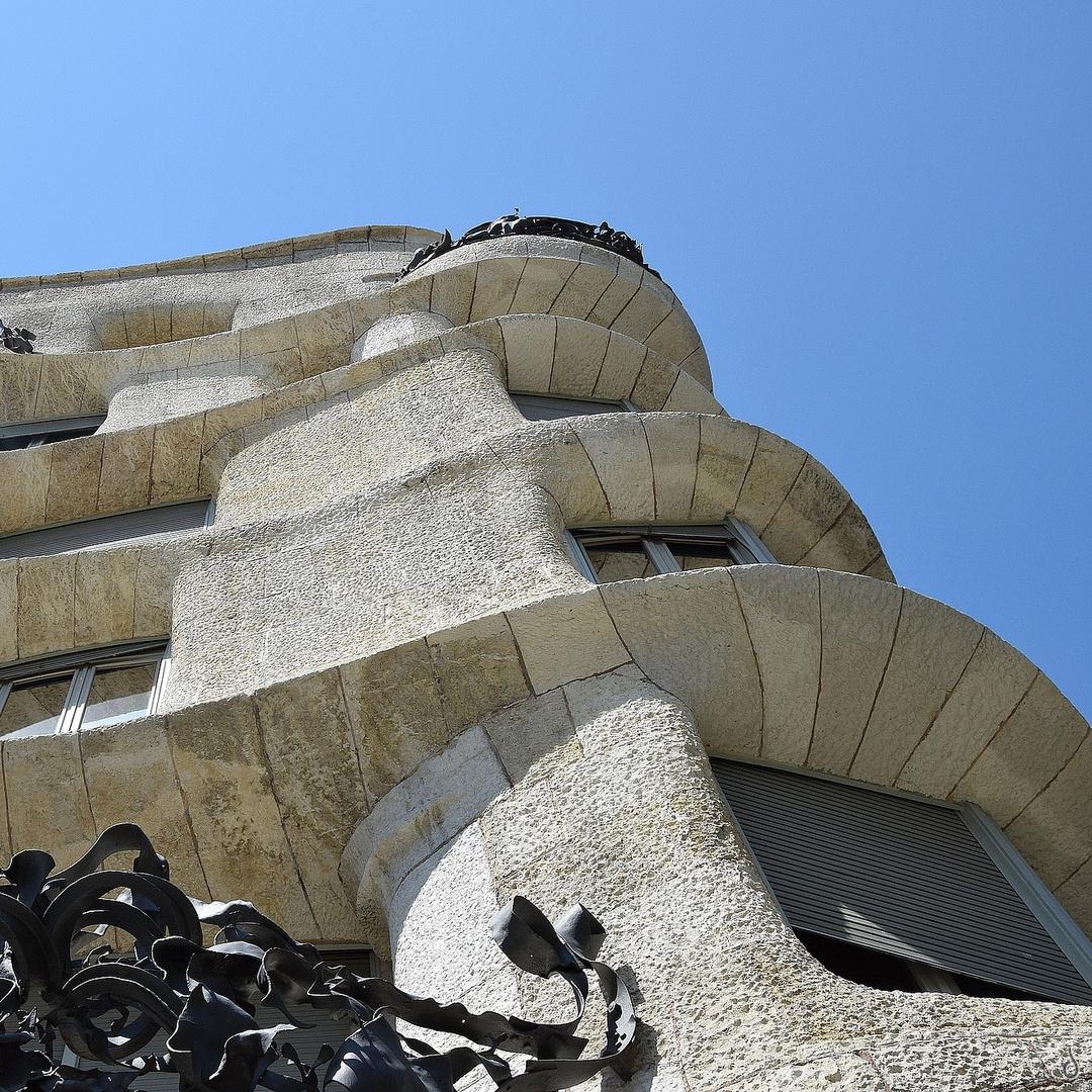 Runde Ecken...   --  Casa Milà, A. Gaudi  X ©DSC1411--Xquad