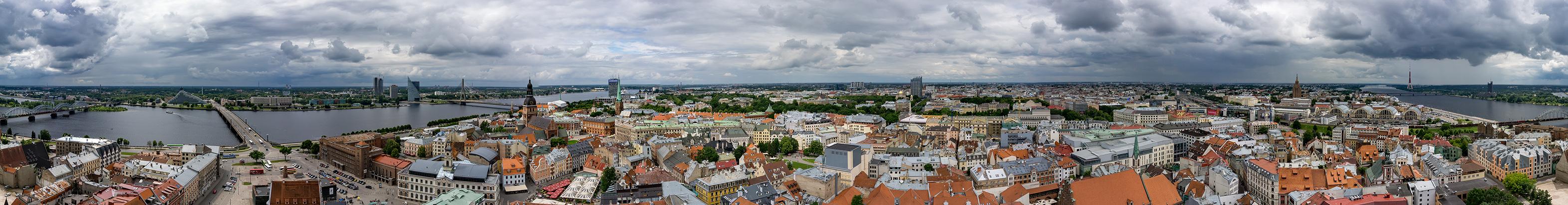 Rundumblick vom Turm der Petrikirche, Riga