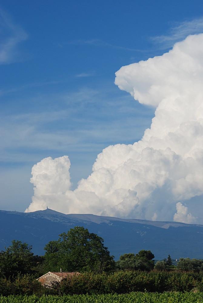 Éruption nuageuse au Mt Ventoux