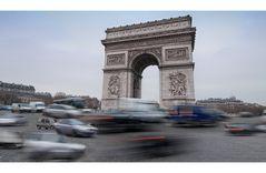 Rushhour am Arc de Triomphe