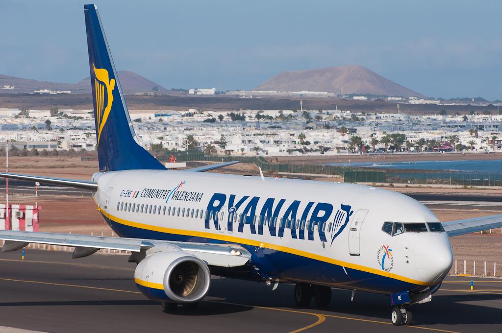 Ryanair B737-8 EI-EME ready for departure at Lanzarote