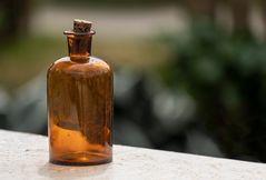 's oide Giftflascherl