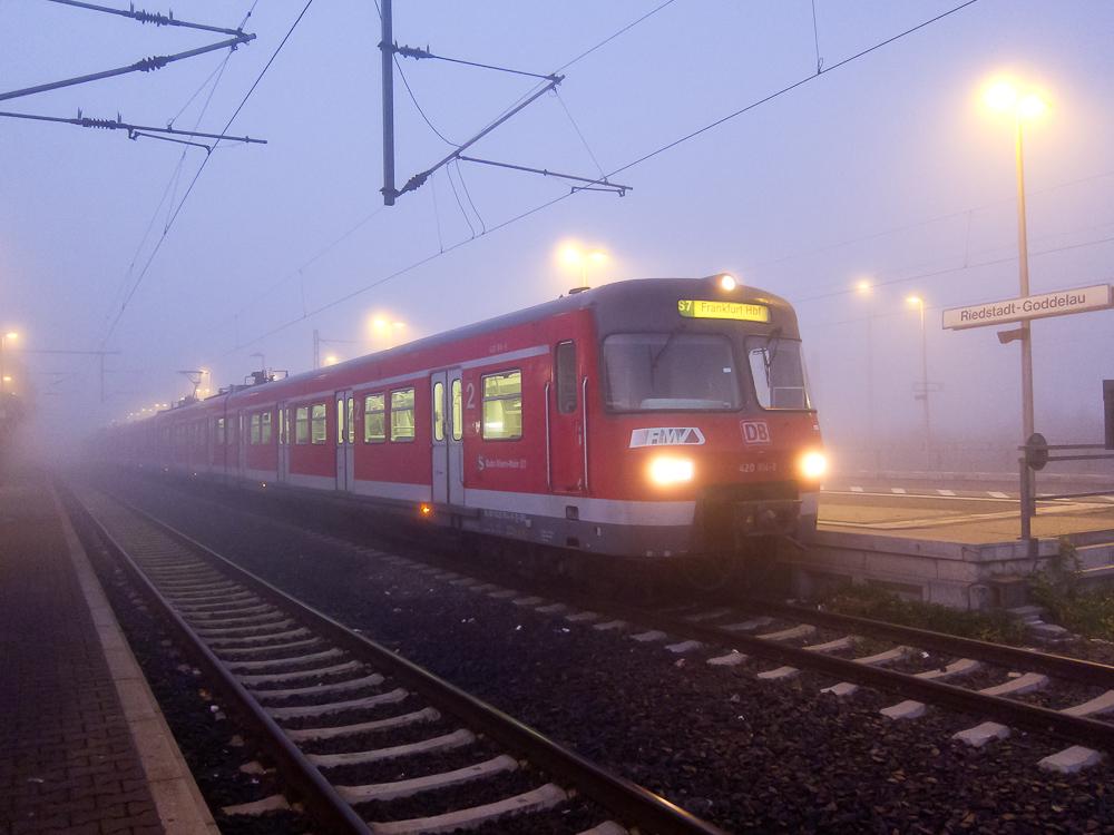 S7 im Morgennebel