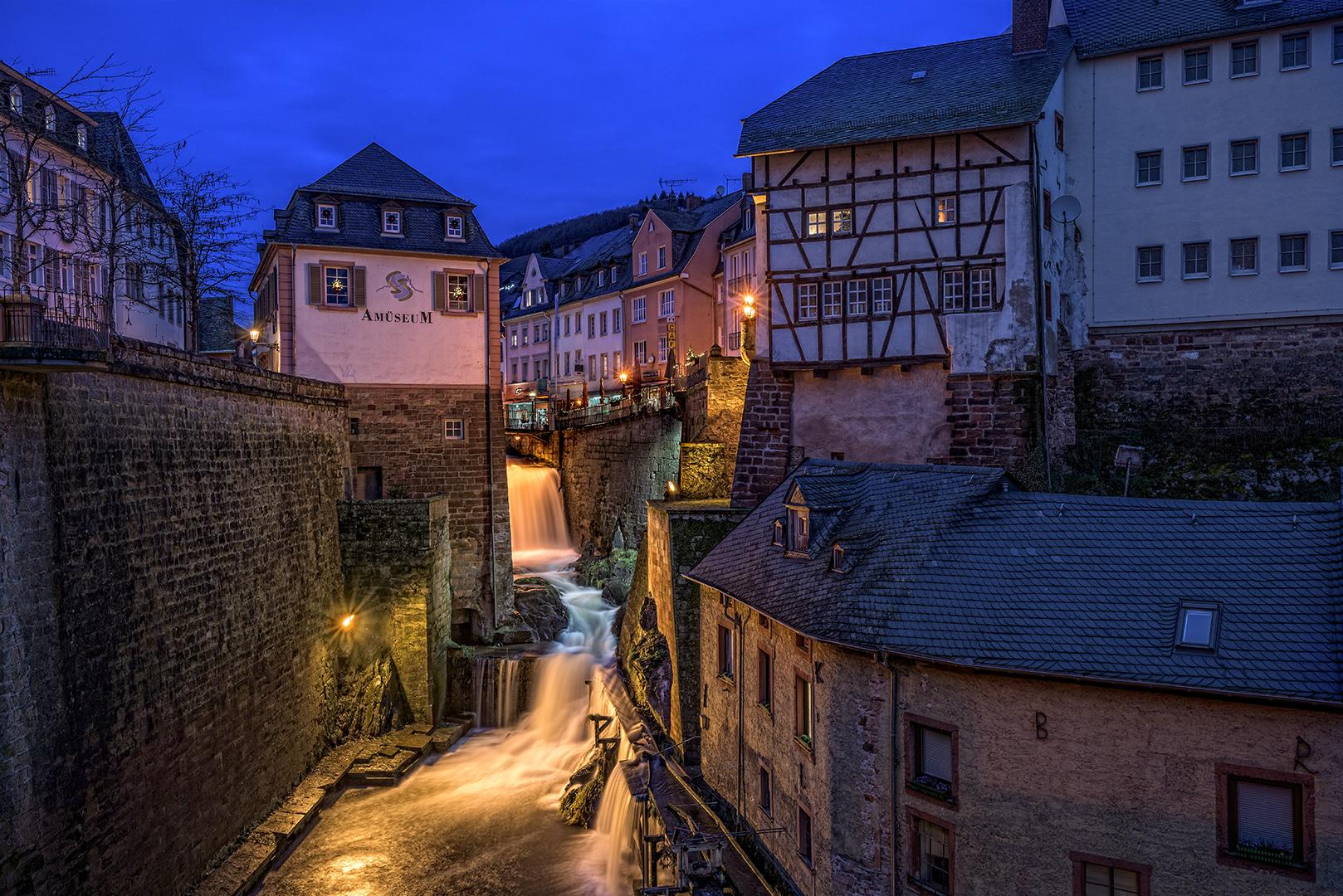 Saarburg zur Blauen Stunde