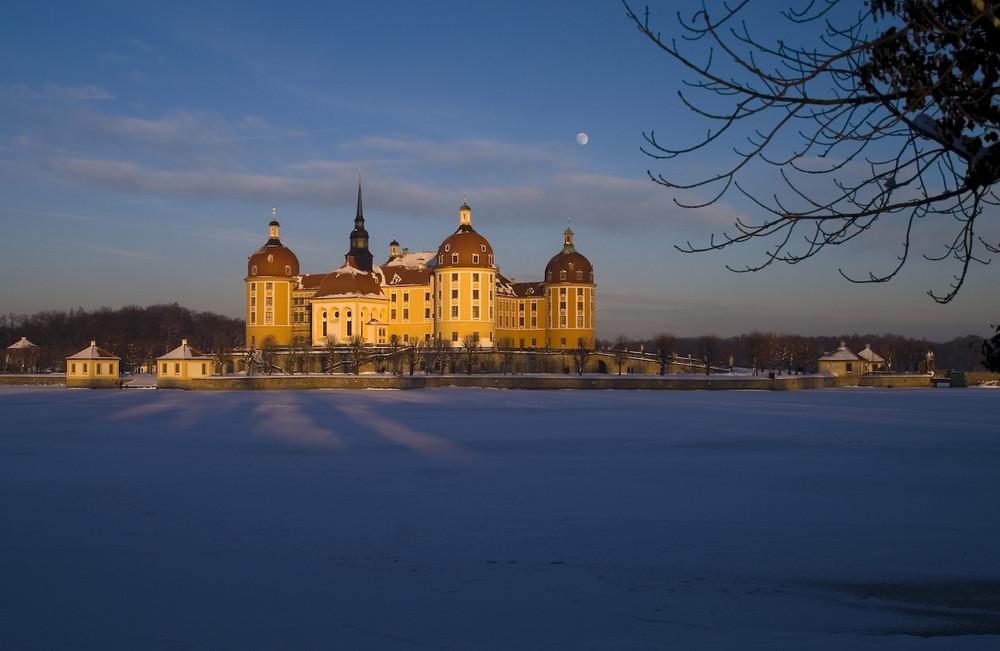 Sachsen - Schloß Moritzburg bei Dresden im Licht der Abendsonne....