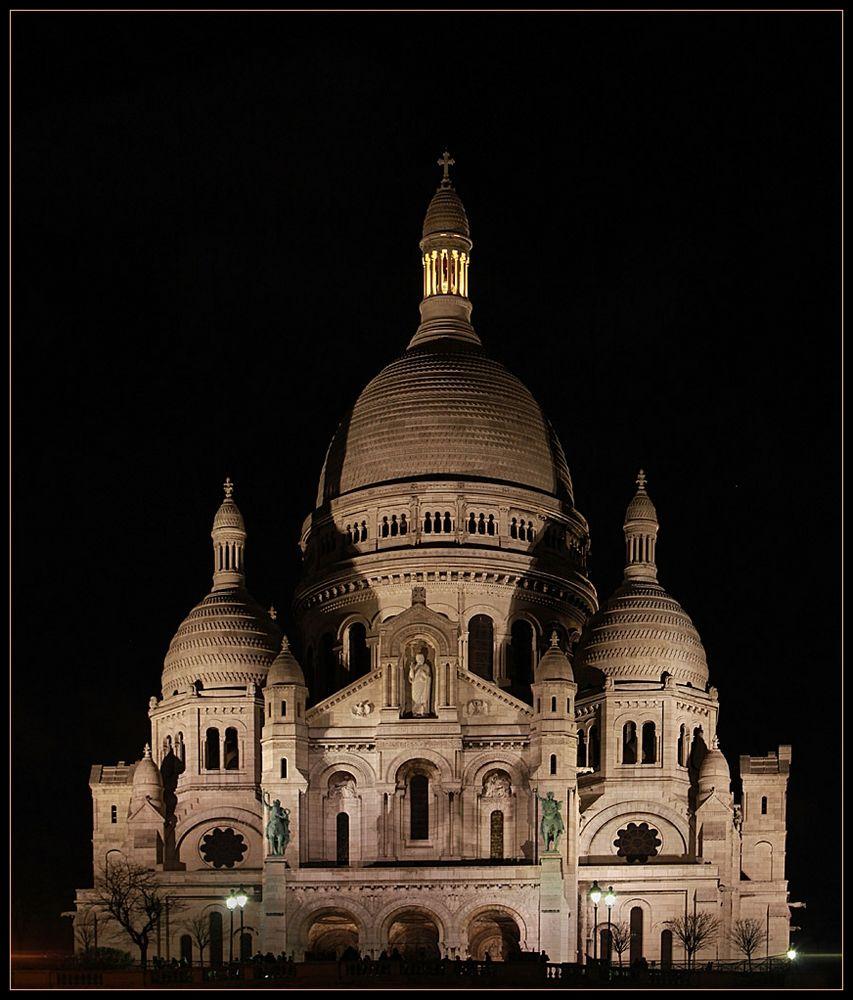 Sacré-Cœur de Montmartre in Paris bei Nacht