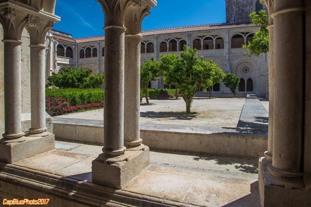 Säulen des Kreuzganges zum Garten des Klosters Alcobaca