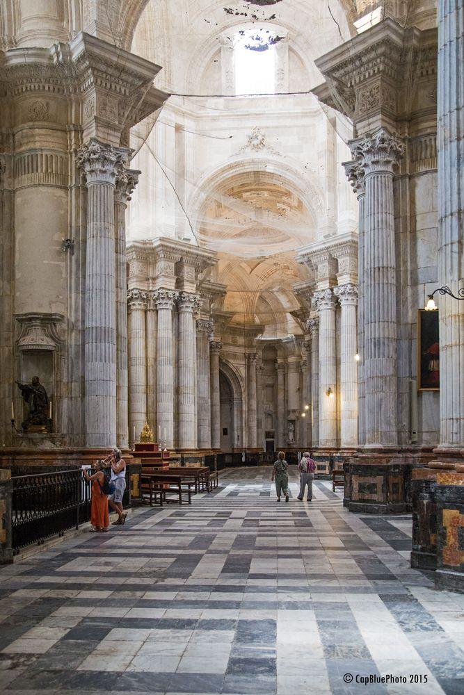 Säulen in der neuen Kathedrale in Cadiz