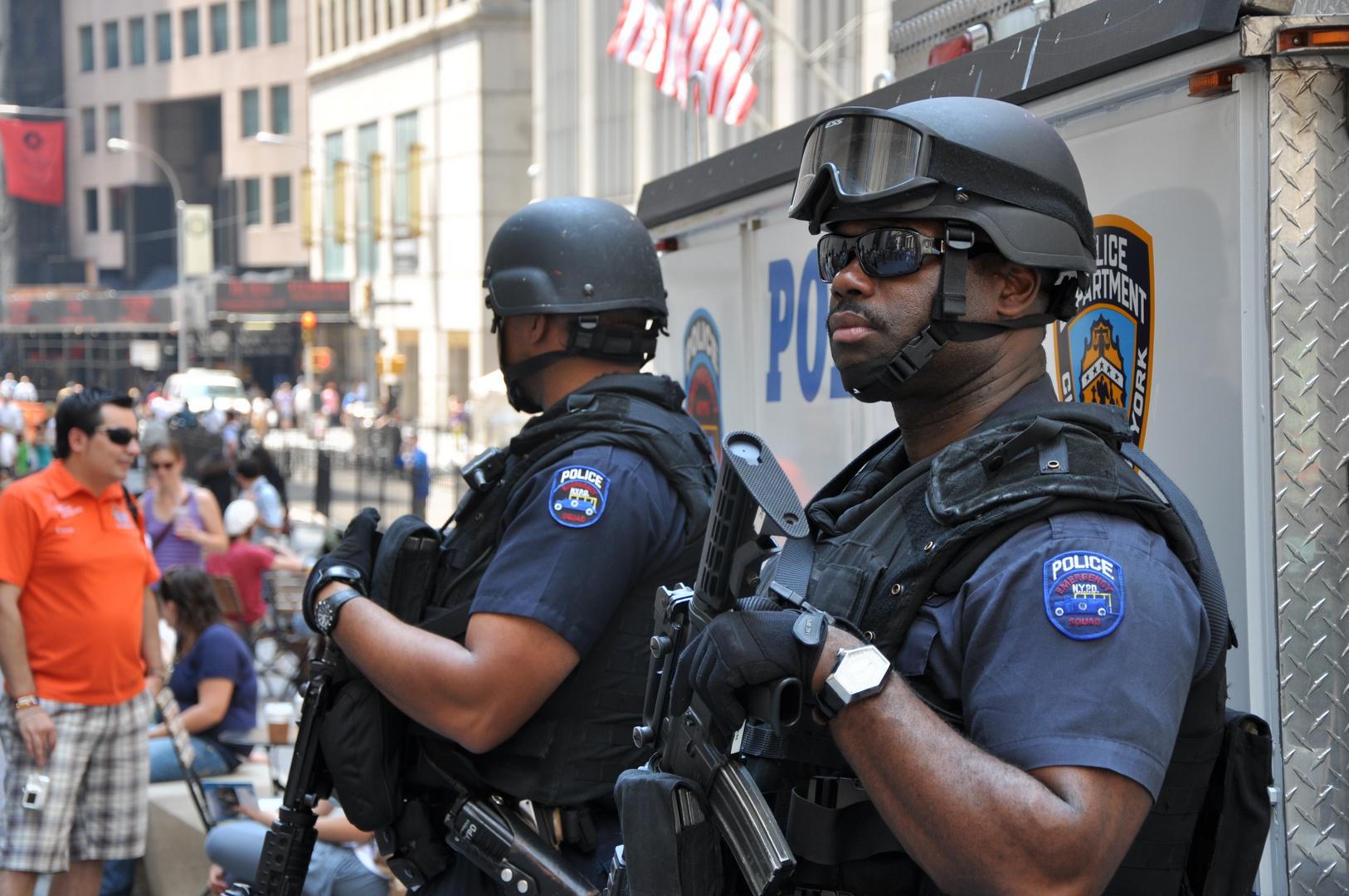 Safety First.... NYPD Policemen vor der Börse NY, Wall Street