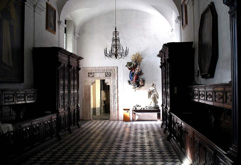 Sagrestia in S.Maria del Castello.( XII sec ) Ge