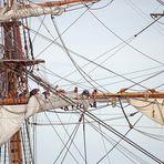 Sail 2015 - Götheborg, Segel werden gesetzt zur Einlaufparade