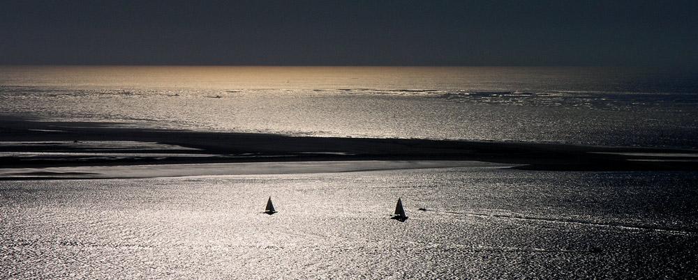 ....sail along.....