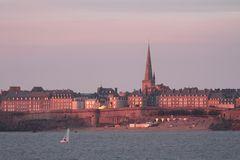 Saint-Malo dans l'éclat du soleil du soir