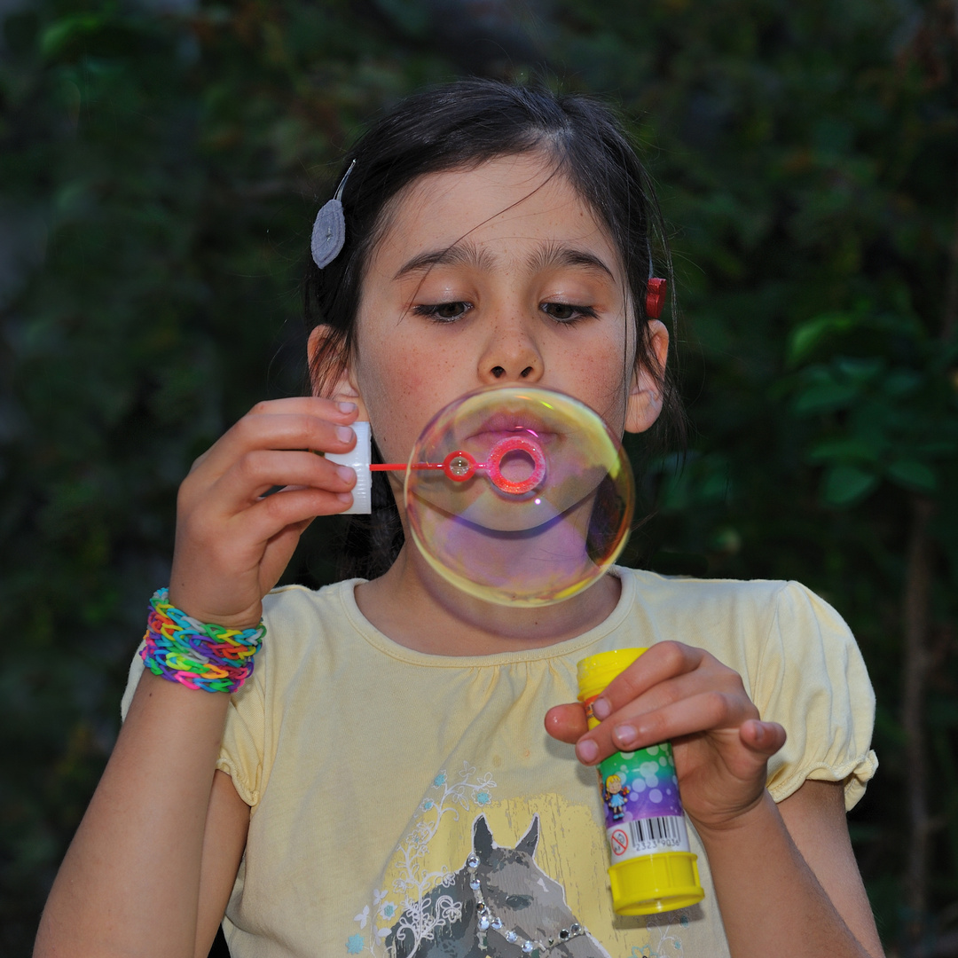 Salome with soap bubble