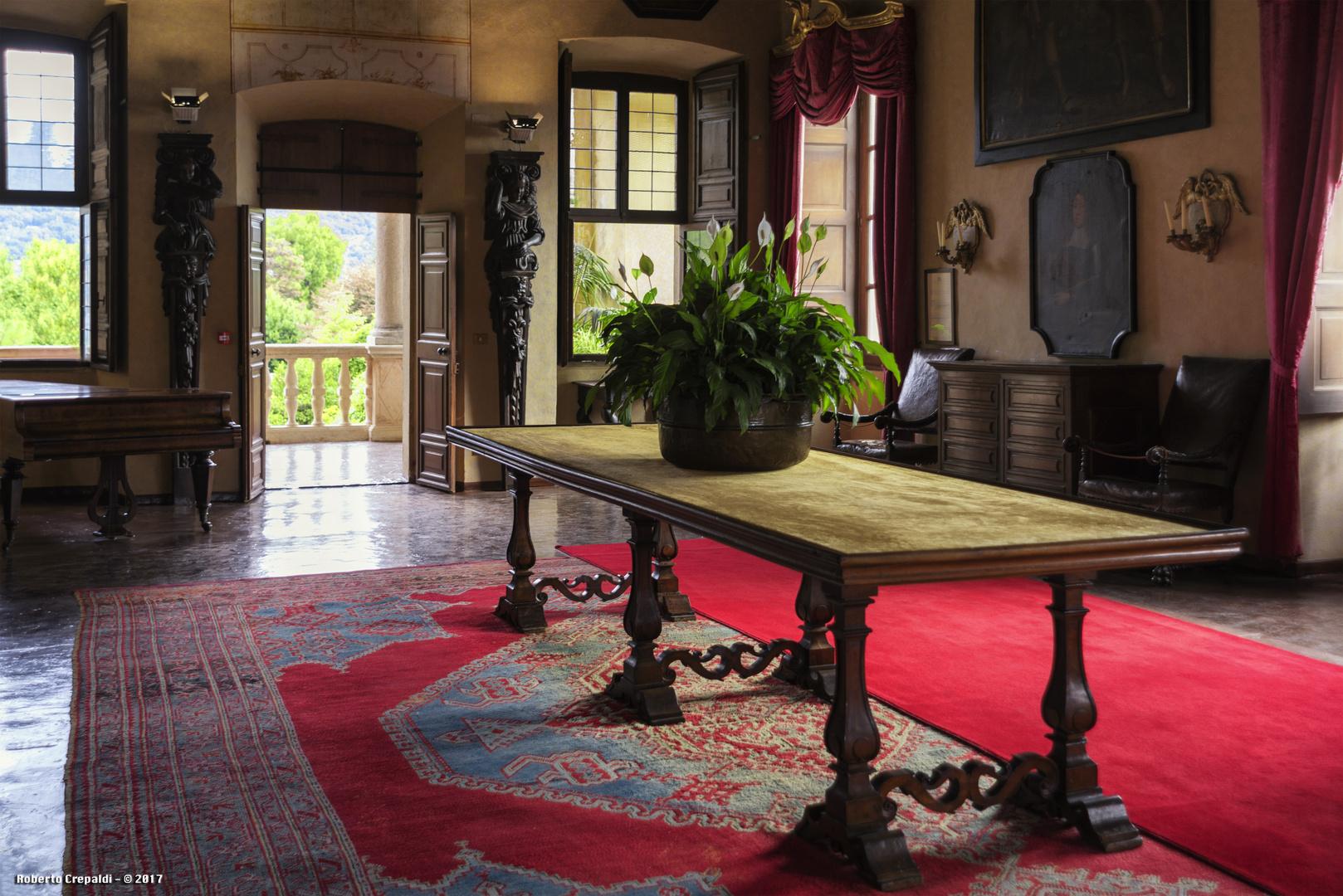 Salone con tavolo, Isola Madre Foto % Immagini| architetture ...