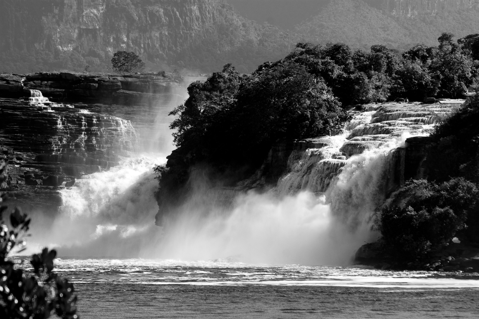Saltos La golondrina y Ucaima... Canaima venezuela