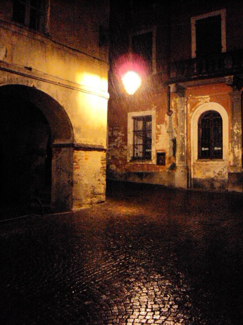 Saluzzo, angolo in via dei portici scuri
