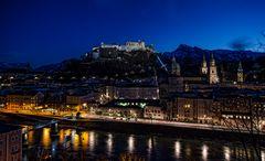 Salzburg bei Nacht - Blick vom Kapuzienerberg