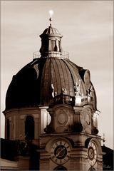 Salzburger Kollegienkirche im Abendlicht