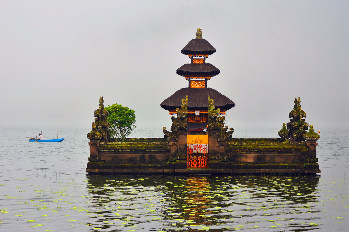 Same temple in the drizzle