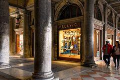 San Marco Arkaden Venedig