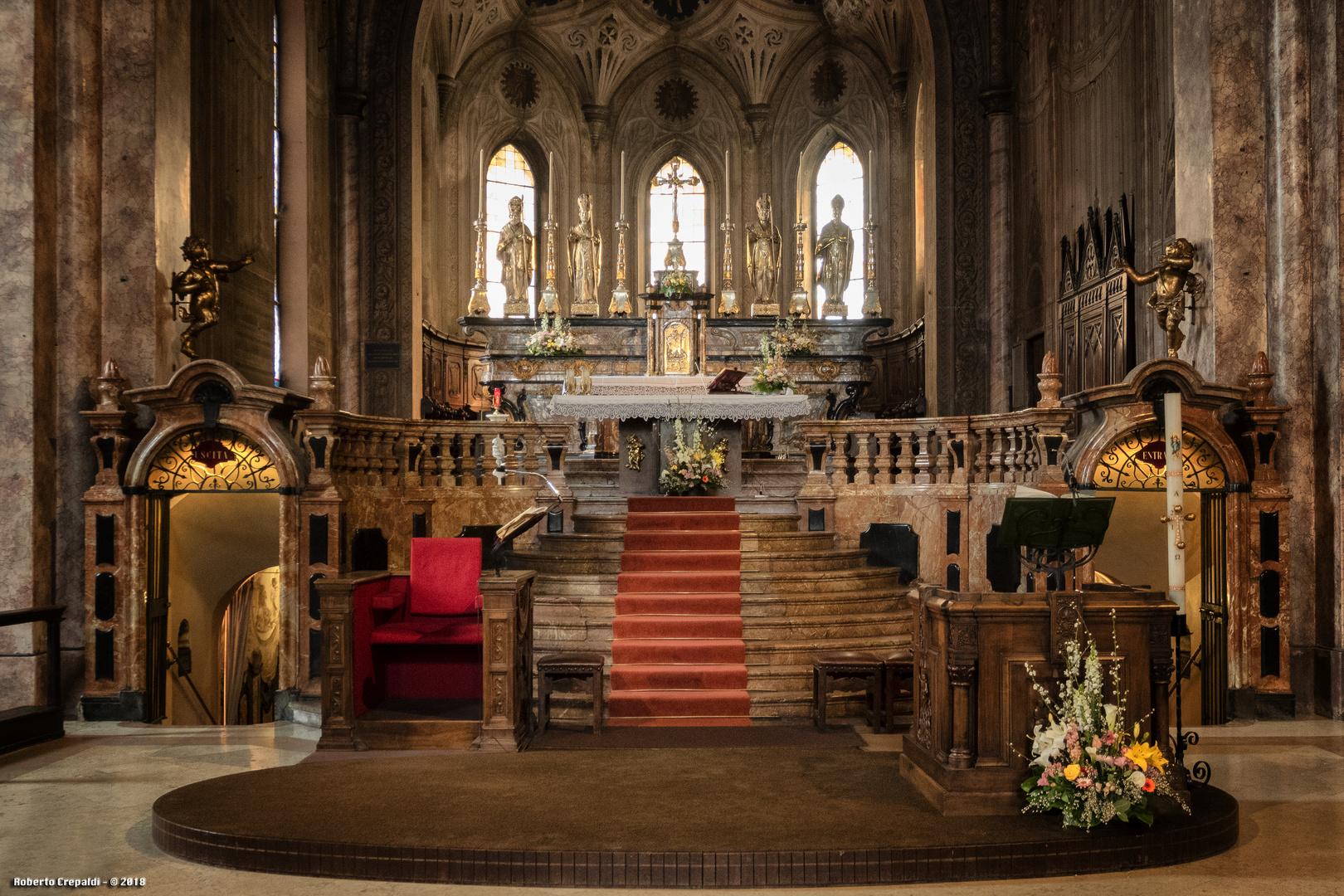 San Pietro Martire, altare