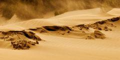 Sand liegt in der Luft