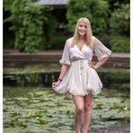 Sandra am Wasserbecken