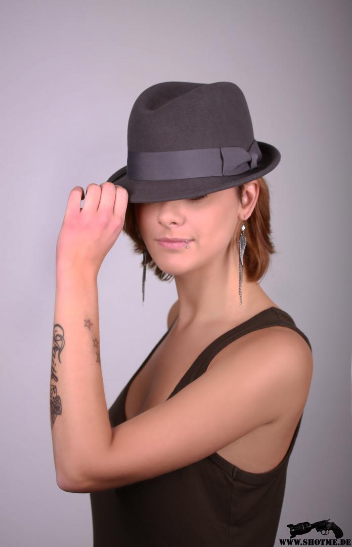 Sandra mit Hut