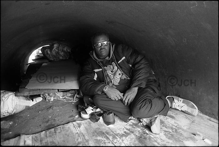 Sangatte : réfugié de Côte d'Ivoire dans une zone industrielle de Calais