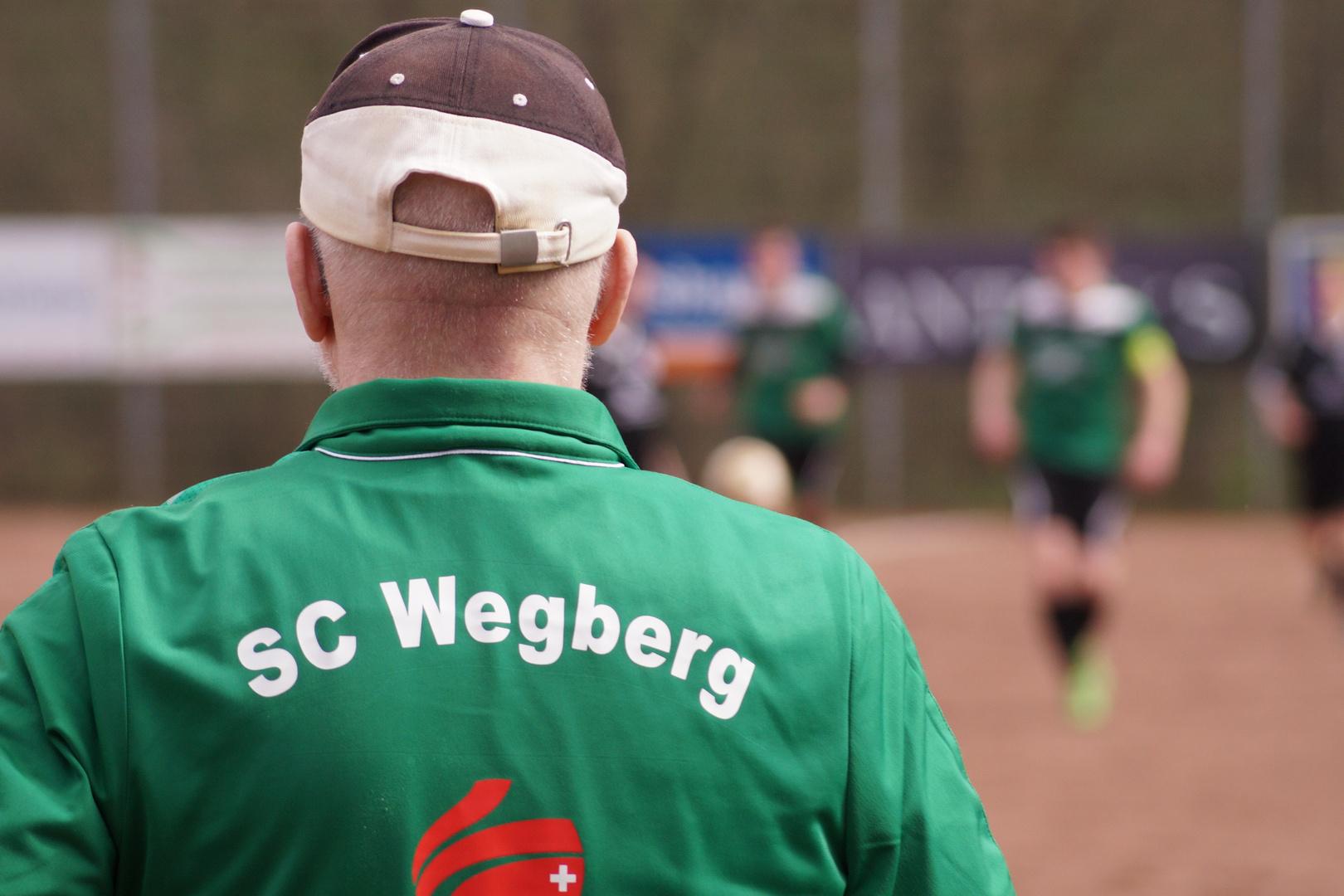 Sani des SC Wegberg am Spielfeldrand