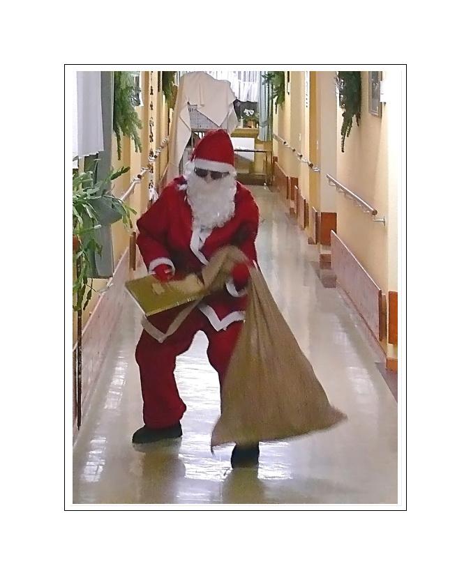 Santa Claus is on his way ( ho ho ho )