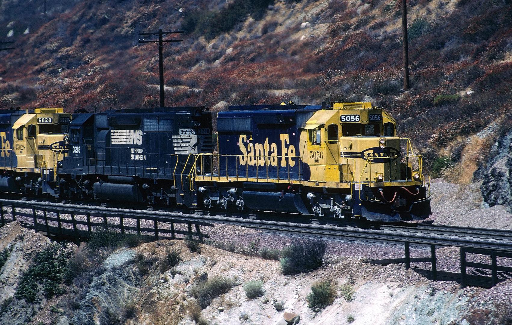 Santa Fe ATSF-MKM #5056, NS#3218,ATSF-MKM #5028 auf dem Weg zum Cajon Pass,CA
