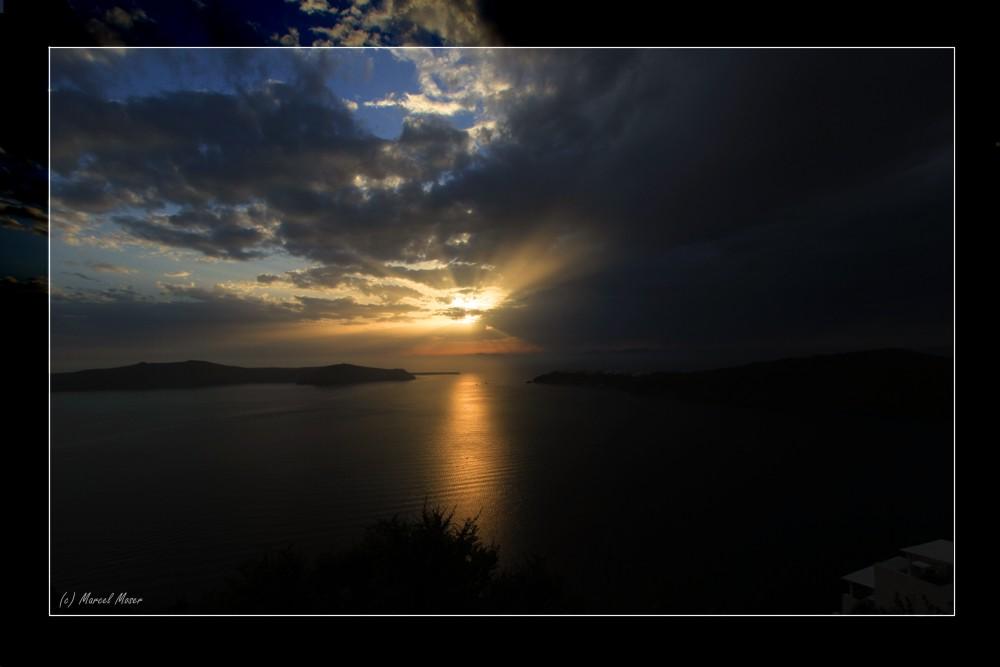 Santorini - Sonnenuntergang bei aufziehender Regenfront