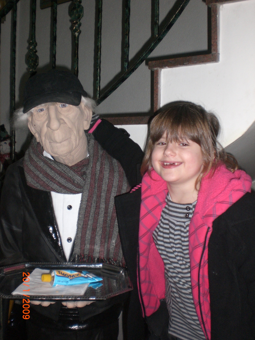 Sarah, mit Onkel Lui